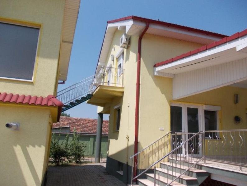 Vand casa 7 camere zona Aradul Nou