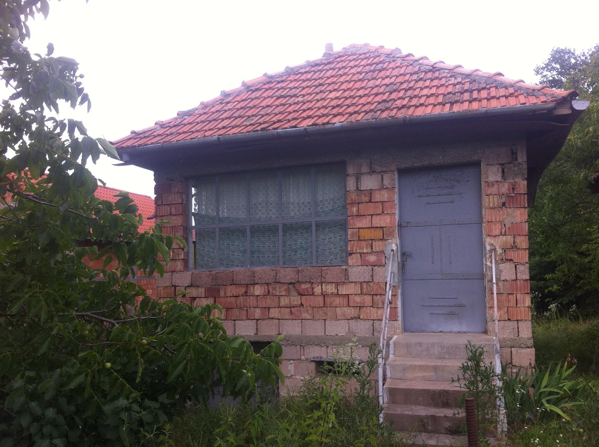 Vand casa 2 camere in Ineu