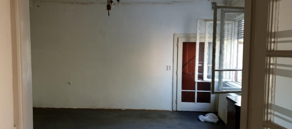 Inchiriez apartament 3 camere la casa zona Boul Rosu