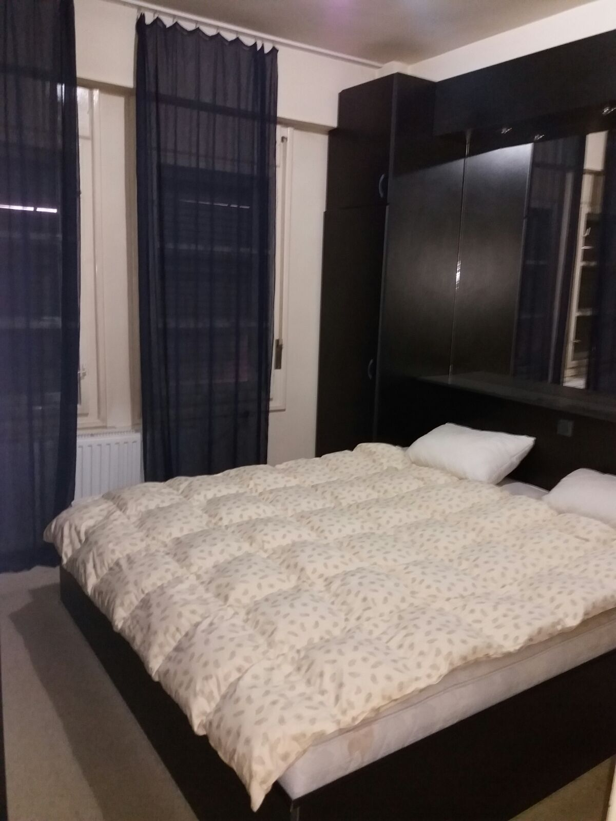 Inchiriez apartament 5 camere zona Boul Rosu