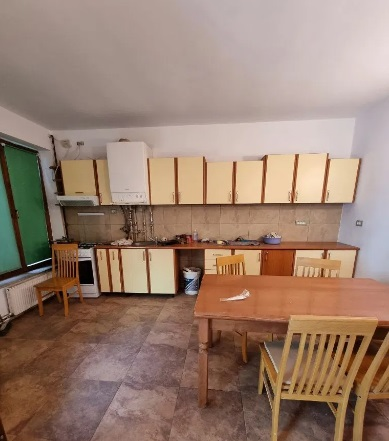 Inchiriez casa 4 camere zona Ultracentrala-Piata Mare