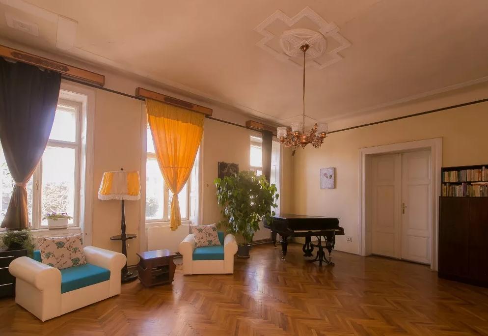 Inchiriez apartament 5 camere zona Ultracentrala-Piata Avram Iancu