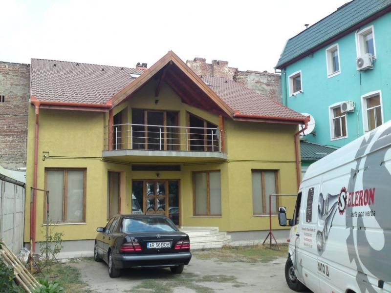 Vand casa 4 camere zona Piata Catedralei