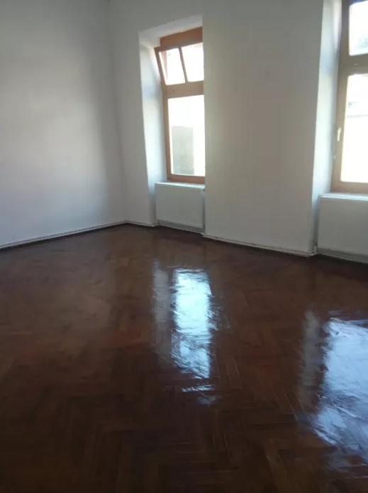 Inchiriez apartament 3 camere zona Ultracentrala