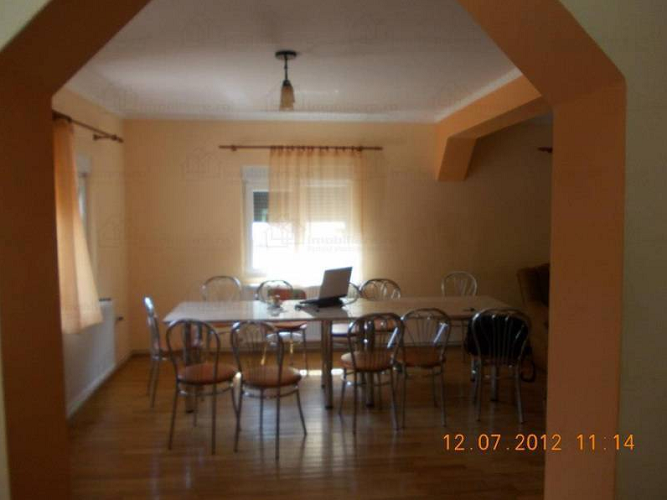 Vand casa 5 camere in Moneasa
