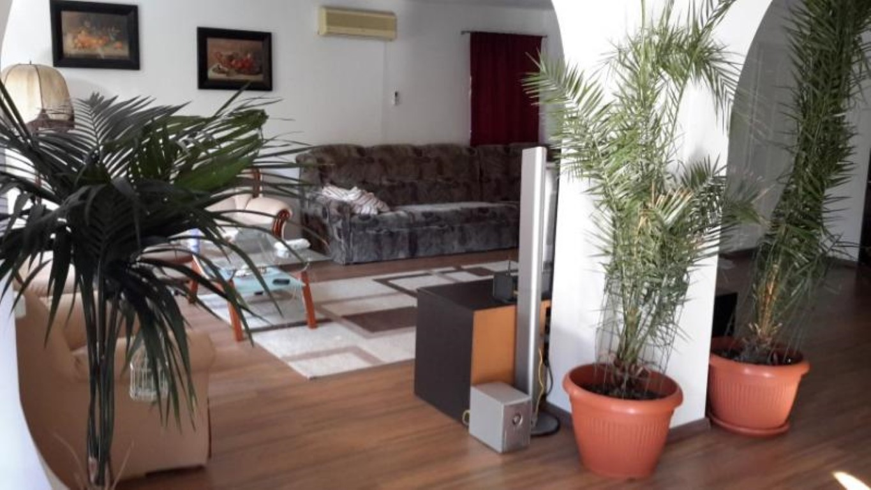 Vand casa 6 camere zona Aradul Nou