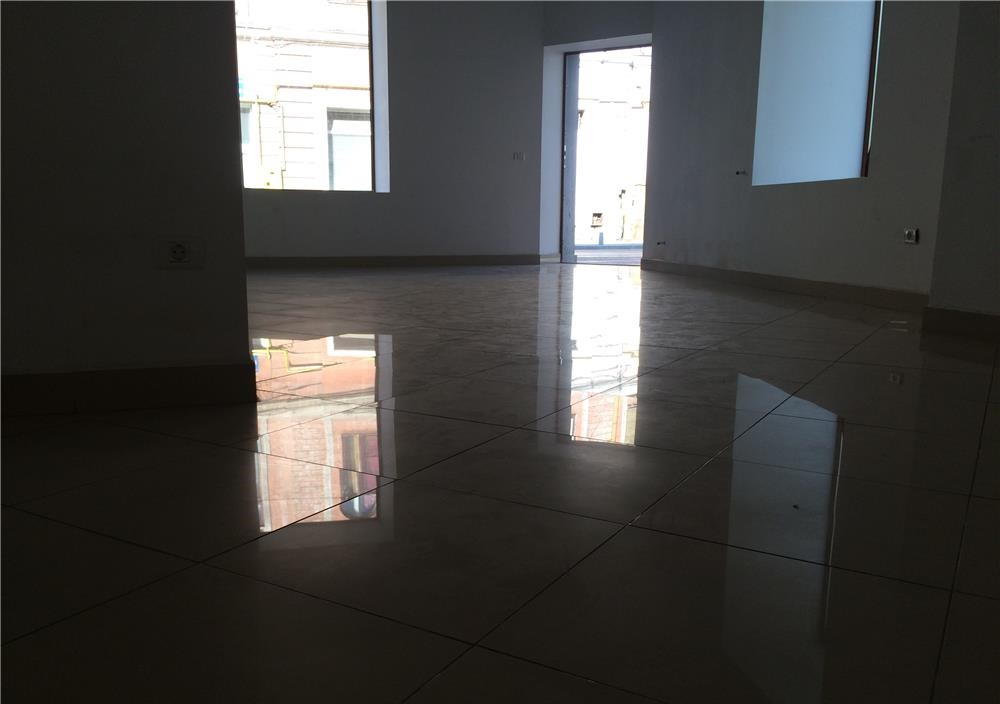 Vand spatiu comercial zona Ultracentrala-Piata Avram Iancu