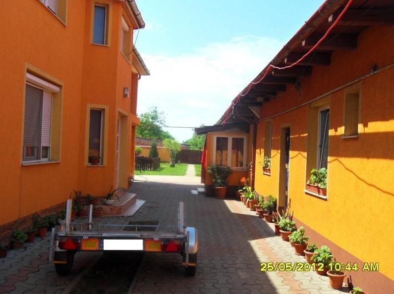 Vand casa cu spatiu comercial zona Aradul Nou