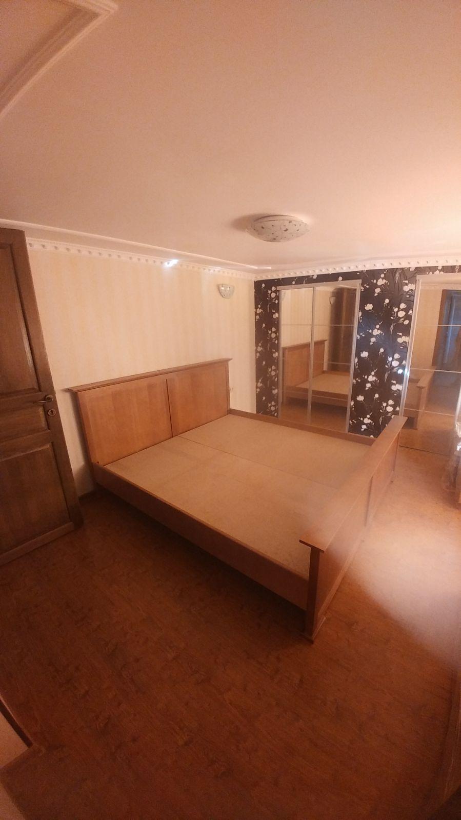 Inchiriez apartament 3 camere zona Boul Rosu