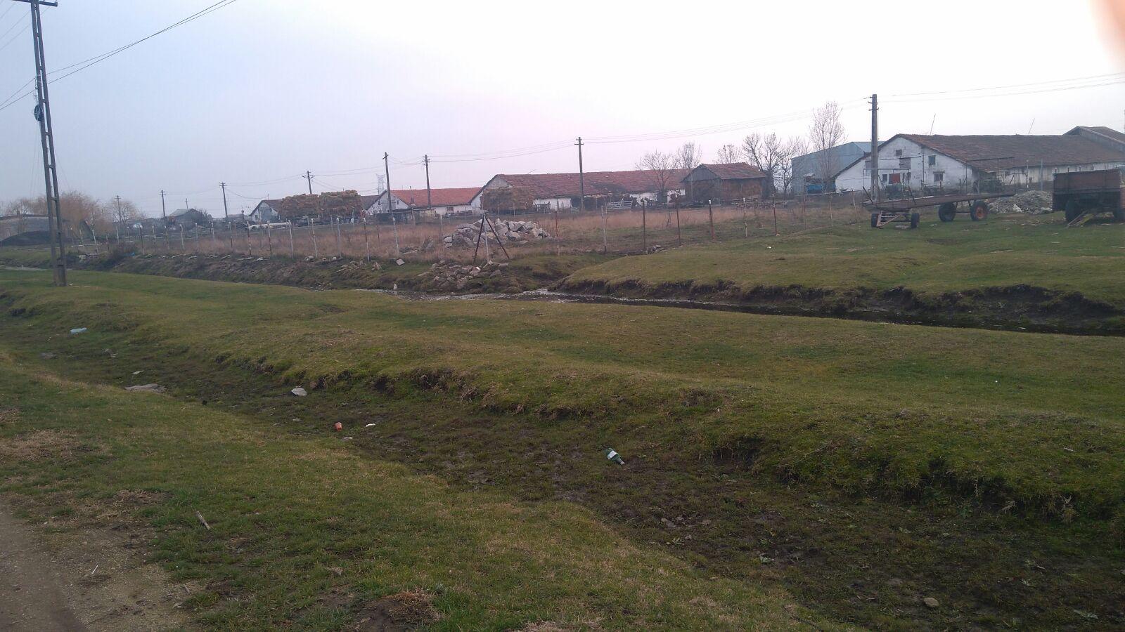 Vand teren cu hala in Nadab