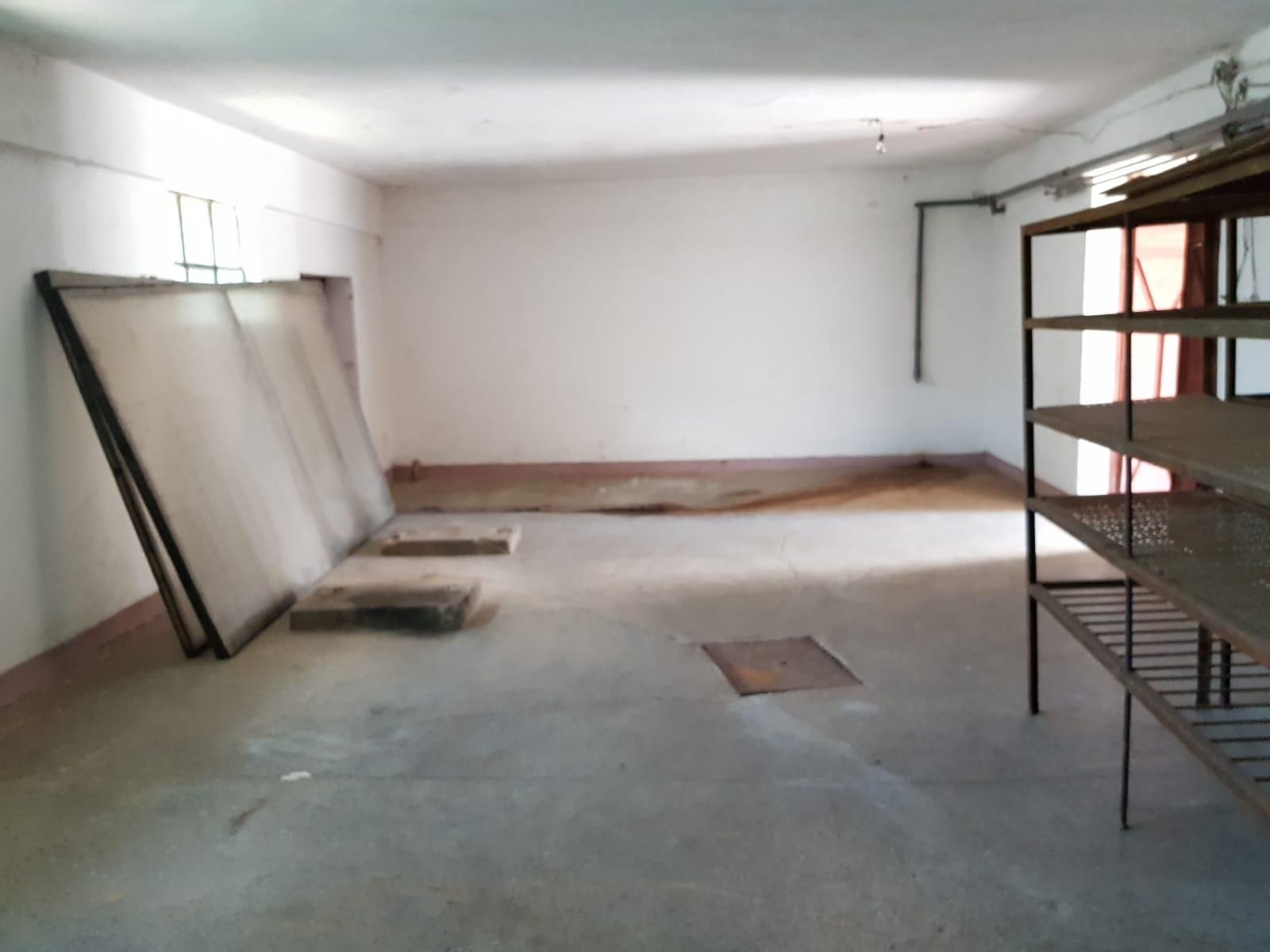 Inchiriez spatii de depozitare zona Aradul Nou