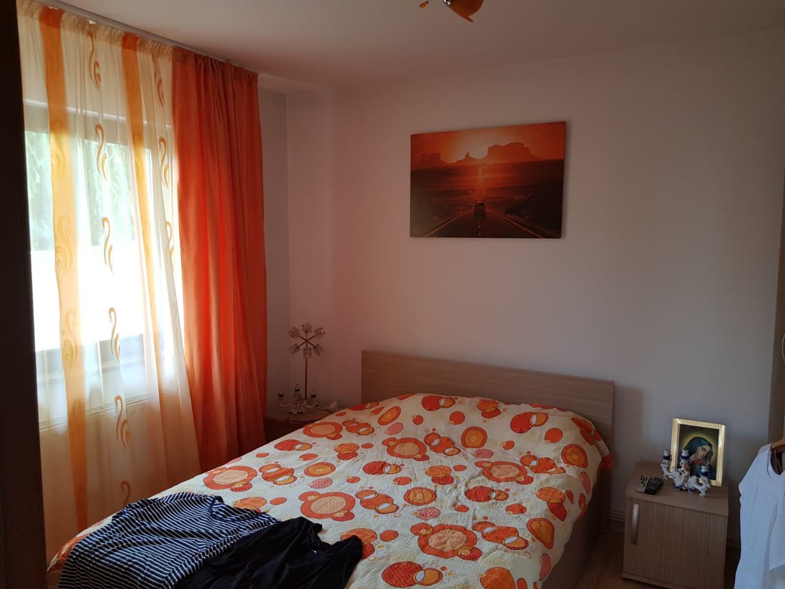 Vand casa 5 camere in Zimandul Nou
