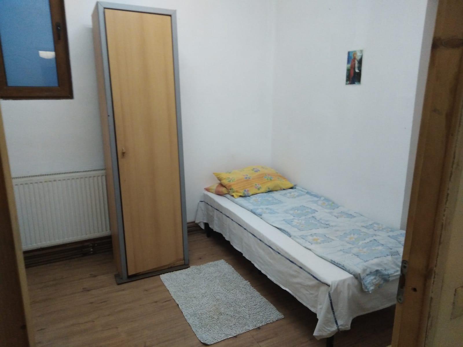 Inchiriez casa P+E 6 camere in Vladimirescu