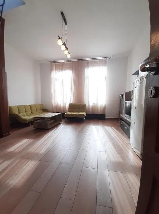 Inchiriez apartament 4 camere zona Boul Rosu-Malul Muresului