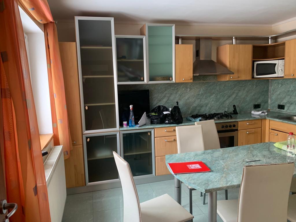 Inchiriez casa zona Ultracentrala-Cosbuc