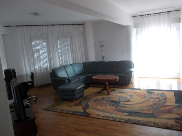 Inchiriez apartament 3 camere zona Boul Rosu-Casa cu Lacat