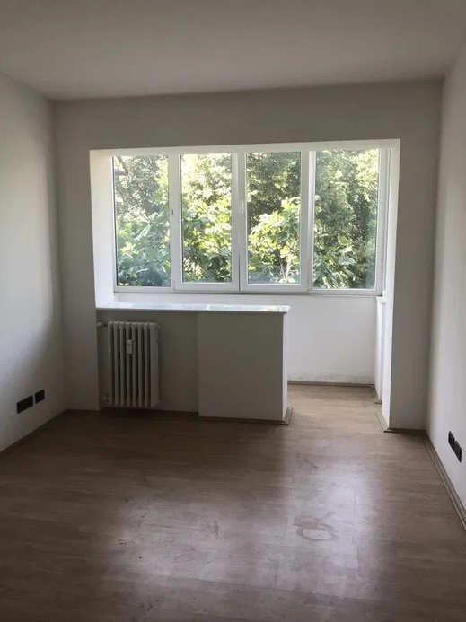 Inchiriez apartament 2 camere zona Centrala-Andrei Muresanu