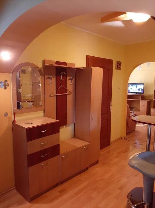 Inchiriez apartament 3 camere zona Micalaca-200