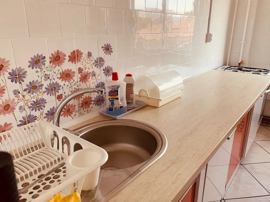 Inchiriez apartament 4 camere zona Vlaicu-Uta