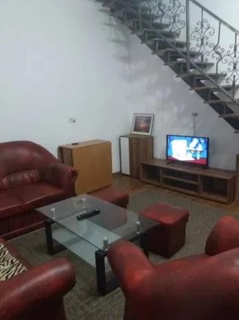 Inchiriez apartament 3 camere zona Ultracentrala-Bld. Revolutiei
