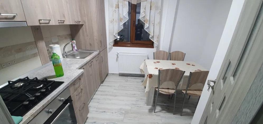 Inchiriez apartament 2 camere zona Ultracentrala-Bld. Revolutiei