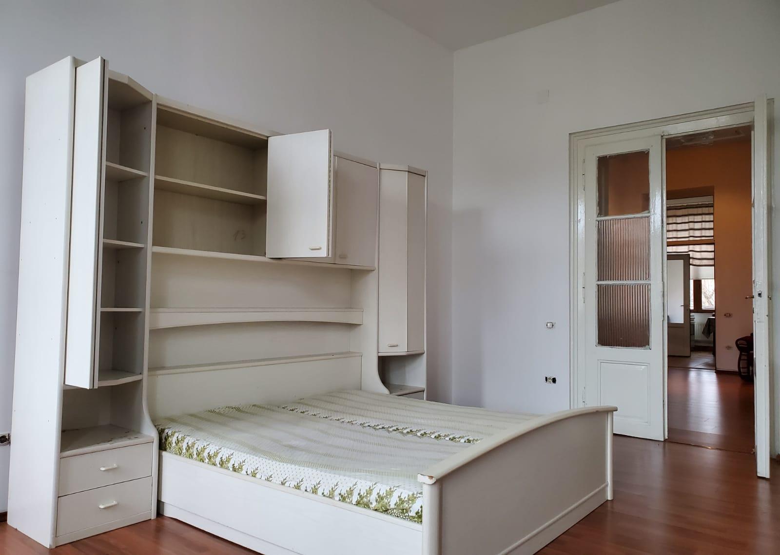 Vand apartament 6 camere zona Ultracentrala-Teatru