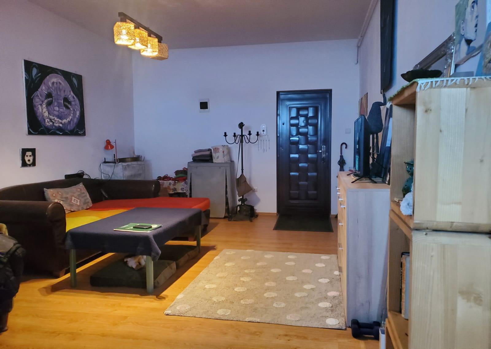Vand apartament 3 camere zona Parneava-Clujului