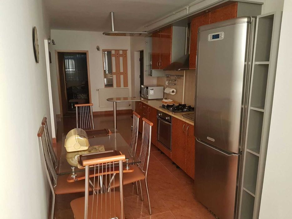Inchiriez apartament 3 camere zona Ultracentrala-Horia