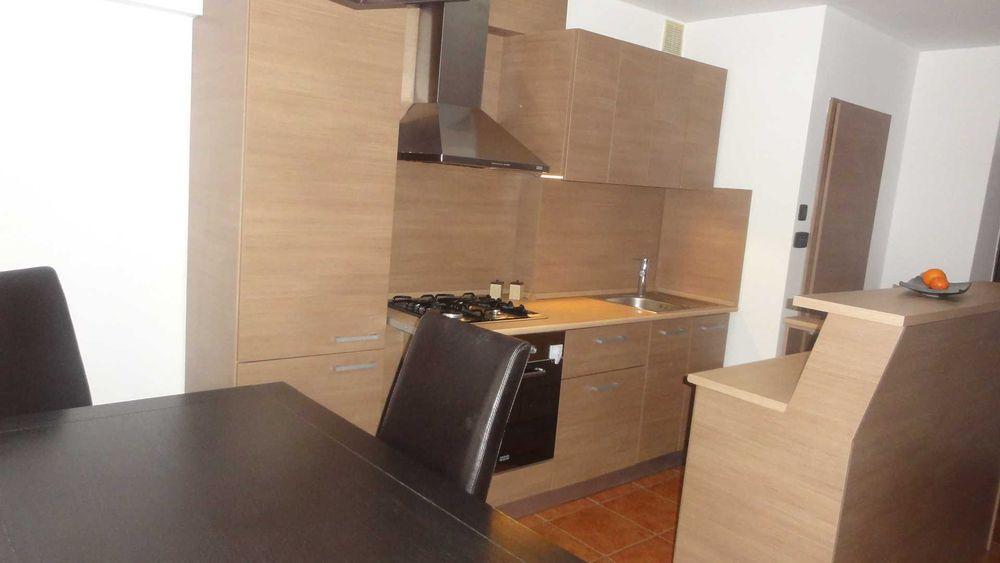 Inchiriez apartament 3 camere zona Micalaca-Orizont