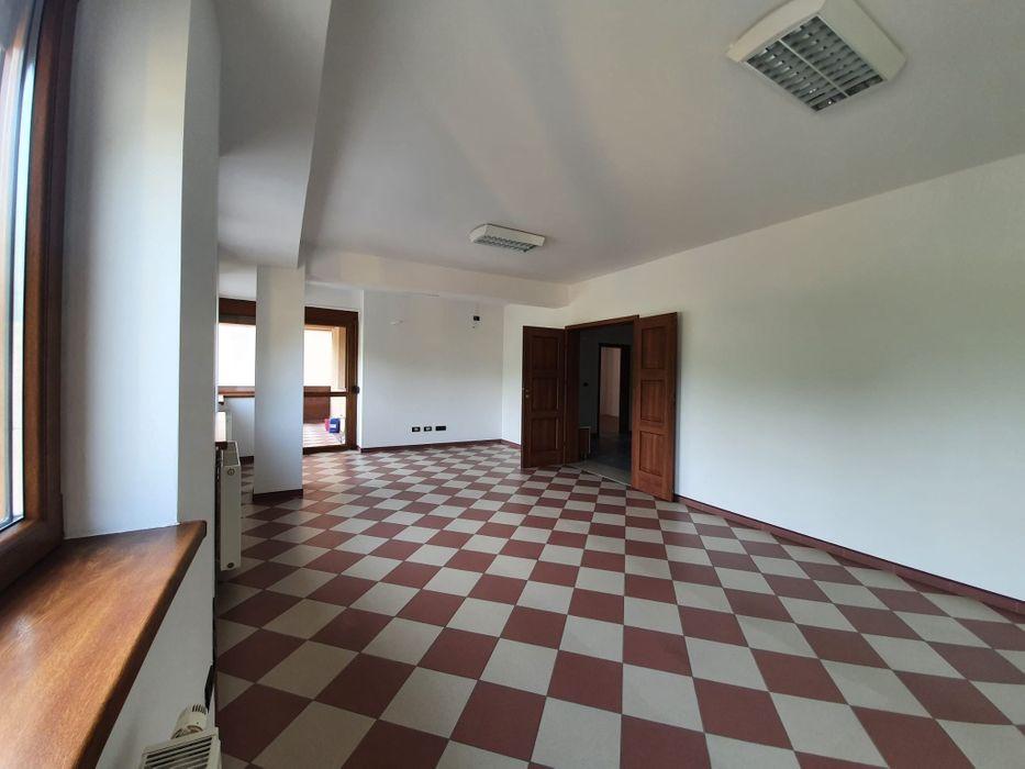 Inchiriez apartament 3 camere zona Ultracentrala-Gheorghe Lazar