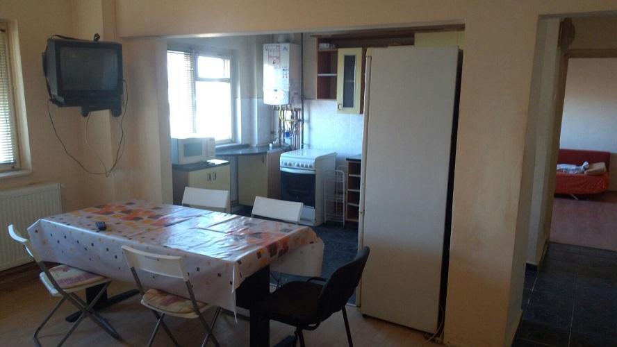 Inchiriez apartament 3 camere zona Micalaca-300