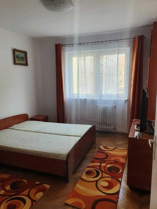 Inchiriez apartament 3 camere zona Ultracentrala-Hotel Central