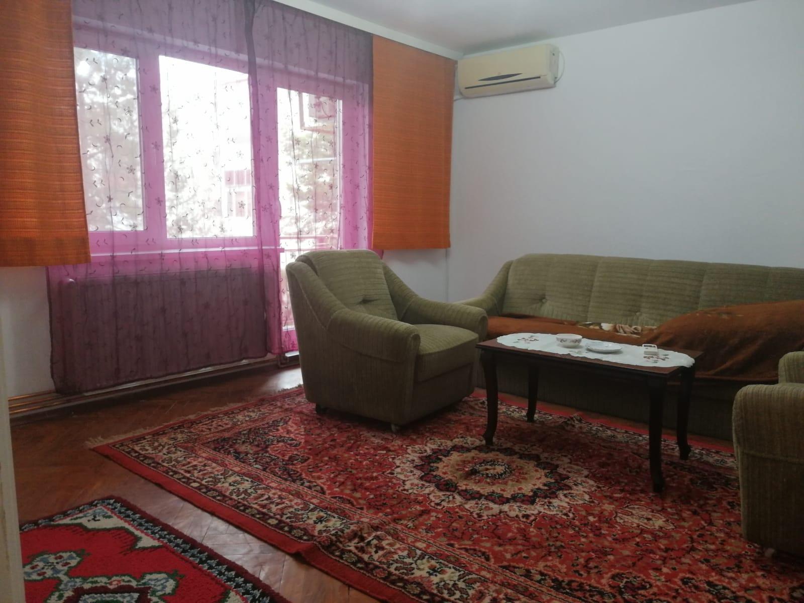 Inchiriez apartament 4 camere zona Micalaca-500