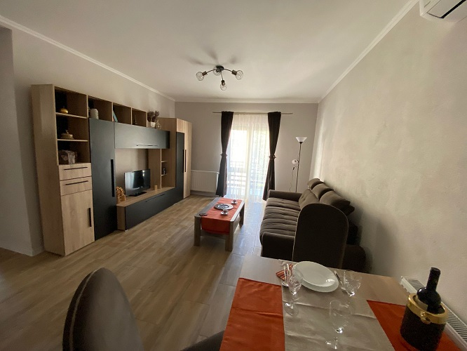 Inchiriez apartament 2 camere zona Intim-Banu Maracine